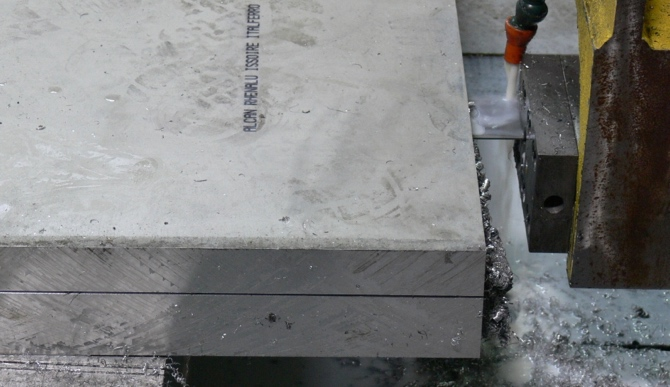 Bandsaw thicknessing plate produces little waste